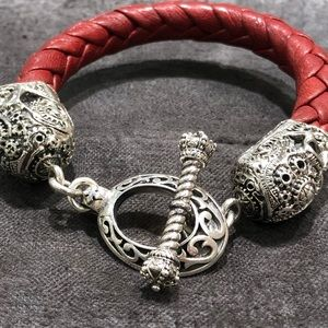 Jewelry - Breaded leather with sterling silver skull